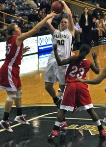 Watterworth's double-double lifts Oakland past Cornell